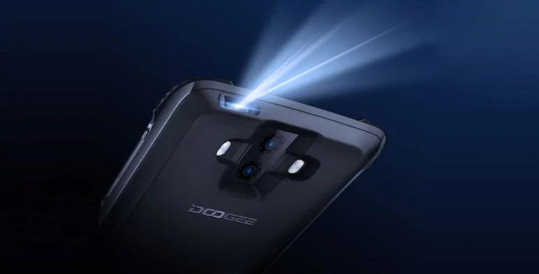 Модульный смартфон Doogee S90 получил еще и проектор