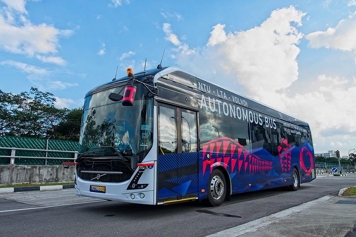 В Сингапуре представлен первый полноразмерный самоуправляемый электробус